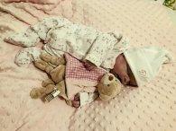 Не могли пережити смерть немовляти, тож фотографувались із мертвим дитям