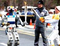 Олімпійський вогонь та волонтерство довірили роботам
