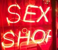 Грабіжника побили фалоімітатором, коли той хотів пограбувати секс-шоп