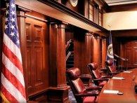 Накинувся на засудженого педофіла прямо в залі суду