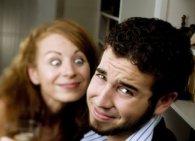 Які несексуальні звички жінок відштовхують чоловіків