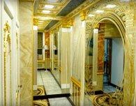 Імперський стайл: в російському універі відкрили золотий туалет (відео)