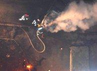 У Луцьку біля багатоповерхівки вночі загорілося авто (фото)