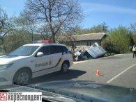 На Франківщині перекинувся пасажирський автобус: є загиблий і поранені (фото)