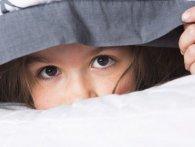 15-річна школярка дивом сховалася від банди (відео)
