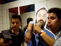 Друзі мексиканця, якого дружина не відпустила ЧС-2018, привезли у Росію його картонну копію (відео)