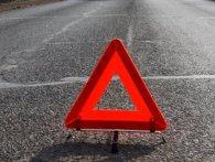 В Києві машина, яку викинуло на тротуар, почавила пішоходів. Є жертва