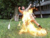 У Києві чоловік облився бензином і підпалив себе перед штабом Міноборони (фото)