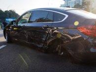 У Києві, через відірване колесо, зіткнулися три автомобілі (відео)