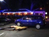 У Києві п'яний водій збив пішохода та в'їхав у шиномонтаж