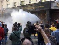 Протестувальники під стінами Генпрокуратури травмували сімох поліцейських