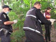В Києві шукають горе-породіллю, яка викинула немовля у подарунковій торбинці