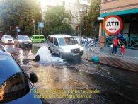 В Києві Генпрокуратуру вкотре підмиває каналізаційний гейзер (фото)