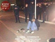 Промахнувся: у Києві жонатий чоловік уночі спалив машину сусіду свого «нерозділеного кохання»