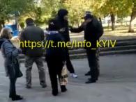 У Києві хлопців силою «забривають у солдати» просто на вулиці (відео)