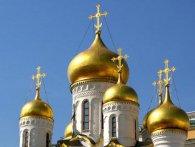 У Львові церкву обклеїли листівками із зображенням Сталіна (фото)