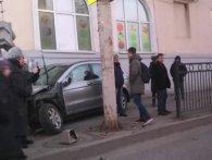 У Росії водій збив матір з малюком, а потім зачинився у авто, бо боявся, що поб'ють