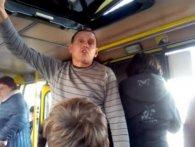«Убл*дку, маєш усіх в ср*ці?»: у Львові маршрутник розпустив руки до підлітка (відео)
