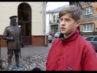 В Білорусі підлітка змусили вибачатися перед пам'ятником за ляпас (відео)