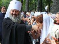 В маєтку настоятеля Києво-Печерської лаври знайшли жіночий одяг і гумові пеніси (фото, відео)