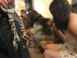 Сутенер-іноземець примушував дівчат до інтиму з далекобійниками за гроші (відео)