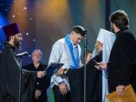 Олександр Усик цілував руки Онуфрію, коли той вручав йому орден від Московського Патріархату (відео)
