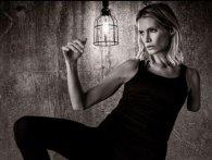 Дублер, яка втратила руку на зйомках фільму «Оселя зла», подає до суду