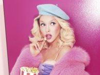 Типова блондинка: Полякова вдарилася головою, коли сідала в авто (відео)