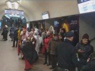 У Харкові в метро поліція силою розганяла колядників (відео)