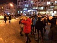 У Києві зграя озлоблених підлітків по-звірячому побила перехожого (фото, відео 18+)