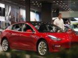 Tesla випустила новий пристрій, який дозволяє заряджати авто від звичайної розетки