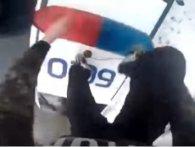 У Рівному хлопець пробігся по даху патрульного авто і похвалився «крутістю» в Інтернеті (відео)