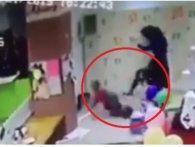 В торговому центрі Запоріжжя мати знавісніло побила маленького сина (відео)