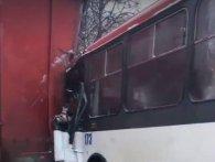 Моторошна ДТП у Рівному: автобус вклепався у фуру (відео)