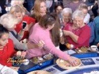 «Набити барабан»: Якубович показав, що стає з наїдками, які несуть на «Поле чудес» учасники