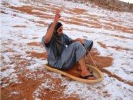 Бедуїни пересіли на санчата: в Саудівській Аравії випав сніг (фото)