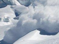 У Швейцарії з-під лавини витягнули чотирьох людей