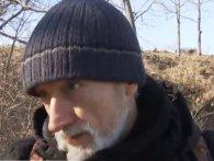 Столичний Діоген: безхатько близько двох років живе на дереві (відео)