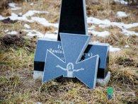 Вандалізм по-луцьки: невідомі щоразу руйнують єдину могилу монаха (фото)