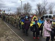 На Донбасі з почестями поховали воїна АТО, загиблого при обстрілі (фото, відео)