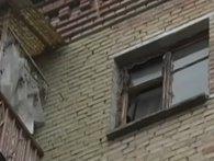 Гавкіт і сморід – у Києві квартира перетворилася на притулок для вуличних собак (відео)