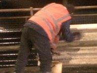 «Показушники»: як до приїзду Порошенка відмивають міст (відео)