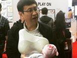 «Тато-годувальник»: японці розробили штучні груди для чоловіків