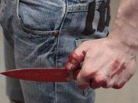 У Києві чоловіка затримали із закривавленими ножами