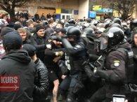 Мітинг за Порошенка: в Івано-Франківську побилися «Нацдружини» і поліція (відео)