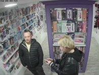 Украв «пісюна-стрибунця»: у Франківську чоловік обікрав секс-шоп (відео)