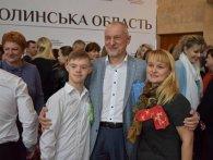 Волинська ОДА підтримала сонячний  флешмоб «LOTS OF SOCKS» та одягла яскраві шкарпетки  (фото)