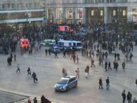 У Берліні фанати зірок YouTube влаштували масову бійку: їх розганяли більше сотні поліцейських  (відео)