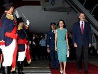 Не було трапа: король Іспанії годину просидів у літаку
