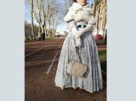 Дівчину, яка вдяглася в одяг XIX століття, не пустили у Версаль (фото)